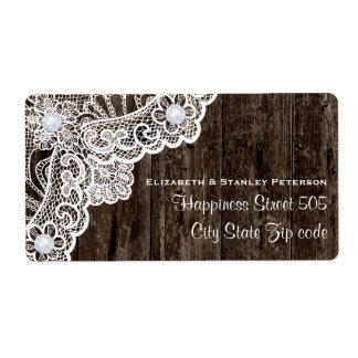 Vintage wit kant op oud houten huwelijk etiket