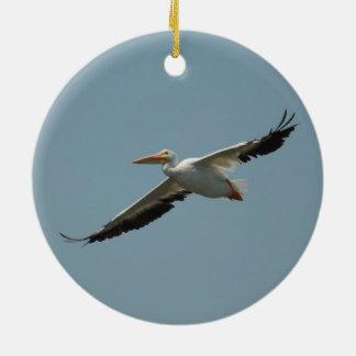 Vliegende Pelikaan 8 Rond Keramisch Ornament