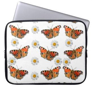 """Vlinder en Daisy 15 van de pauw"""" Laptop Sleeve"""