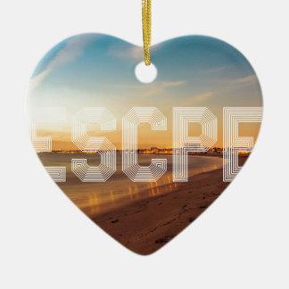 Vlucht aan het strandontwerp keramisch hart ornament