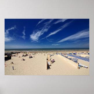 Voor het strand, blauwe hemel poster