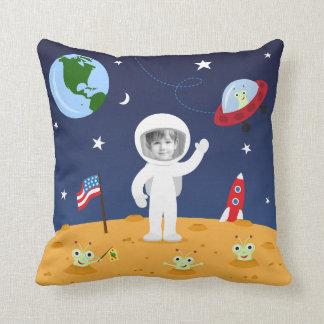 Vrienden in ruimte, leuk de fotohoofdkussen van de sierkussen