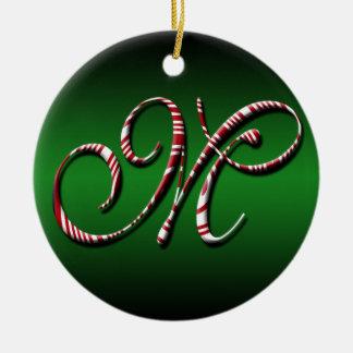 Vrolijke Kerstmis kleurt Groene Rode Witte Brief M Rond Keramisch Ornament