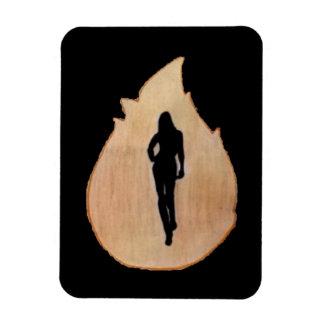 vrouw die door brandmagneet lopen magneet