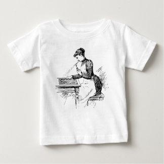 Vrouw die Oud Luchtpenseel met behulp van Baby T Shirts