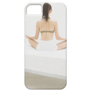 Vrouw die yoga doen barely there iPhone 5 hoesje