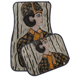 Vrouw in zwart en oranje automat