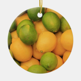 Vruchten bij een Provencal ornament van
