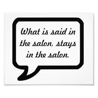 Wat in de salonverblijven in de salonpost wordt foto afdruk