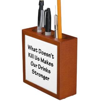 Wat ons niet doodt pennenhouder