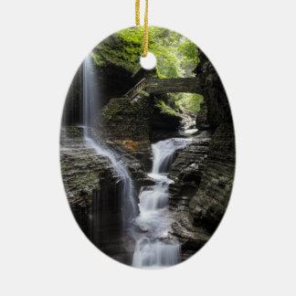 Watervallen bij Watkins Nauwe vallei, NY Keramisch Ovaal Ornament