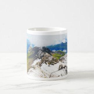 Wegen in de Zwitserse alpen Koffiemok