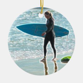 Weinig Meisje Surfer Rond Keramisch Ornament