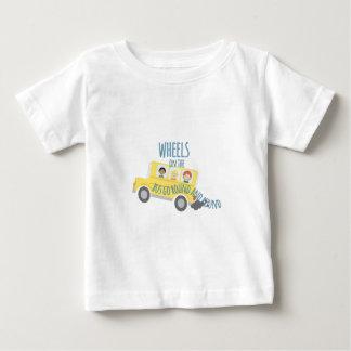 Wielen op Bus Baby T Shirts