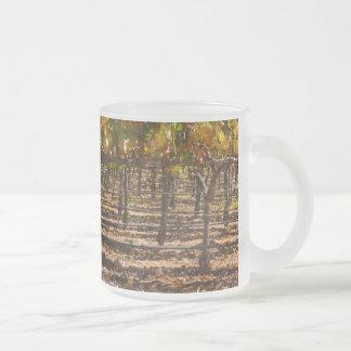 Wijnstokken in de herfst matglas koffiemok