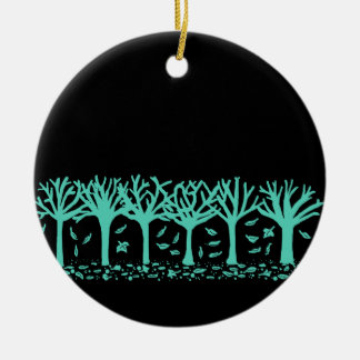 Winters de bomen & de bladerensilhouetornament van rond keramisch ornament