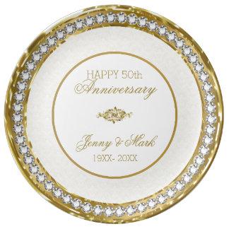 Wit Damast en het Gouden Jubileum van Diamanten Borden Van Porselein