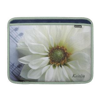 witte bloem op het sleeve van de Lucht van muziekM MacBook Air Sleeve