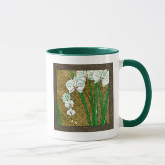 Witte Bloemen en Groene Stammen op Bruine Grens Mok