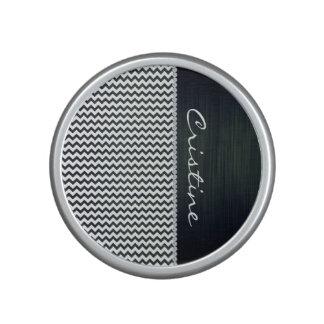 witte en marineblauwe zigzag gepersonaliseerd door bluetooth speaker