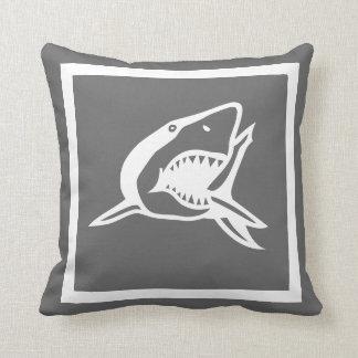 witte haai op donker grijs hoofdkussen sierkussen