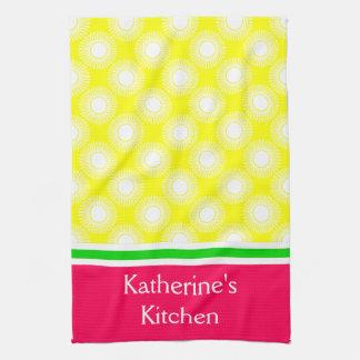 Witte Uitbarstingen op Geel met Groen en Roze Handdoek