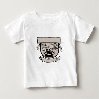 Wolf die over CREST Scratchboard lopen van het Baby T Shirts