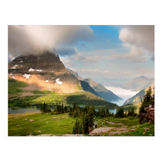 Wolken die door Bergen vegen Briefkaart