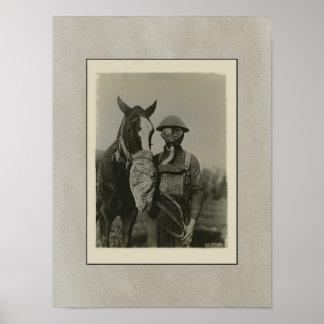 WW1 militair en Paard met Patriottisch Gasmasker Poster