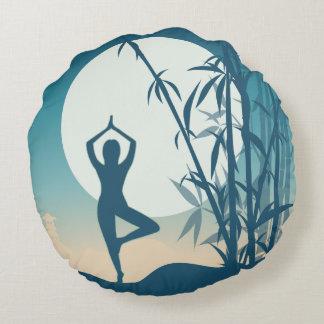 Yoga in Dawn Rond Kussen