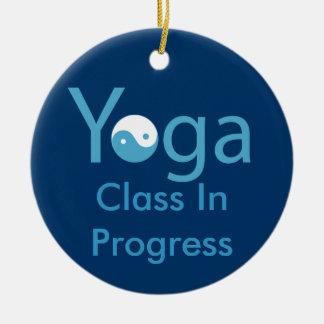 Yoga met de hanger van Yin & van de deur van Yang Rond Keramisch Ornament