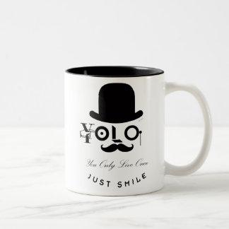 YOLO: U leeft slechts eens - enkel Glimlach! Tweekleurige Koffiemok