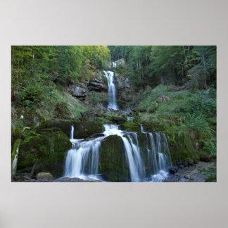 Zachte stromende watervallen poster