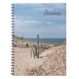 Zandige weg aan het strand op het Punt van het Ras Ringband Notitieboeken