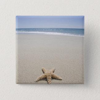 Zeester op strand door de Atlantische Oceaan Vierkante Button 5,1 Cm