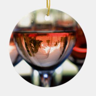 Zet Kap in een Glas van de Wijn op Rond Keramisch Ornament