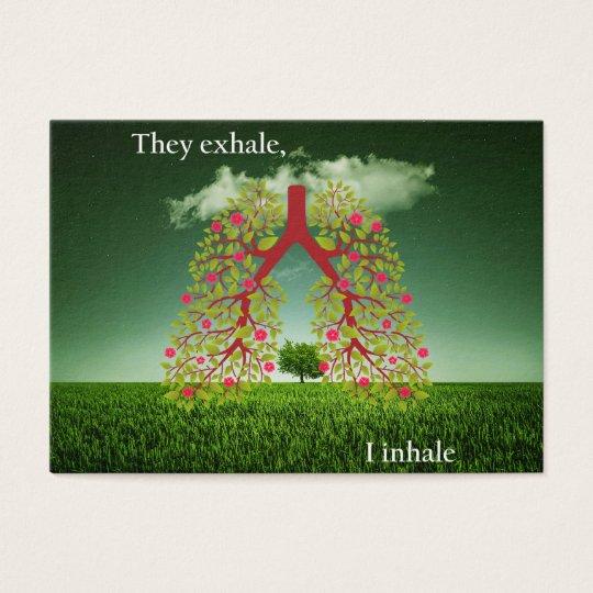 Zij ademen uit, inhaleer ik visitekaartjes