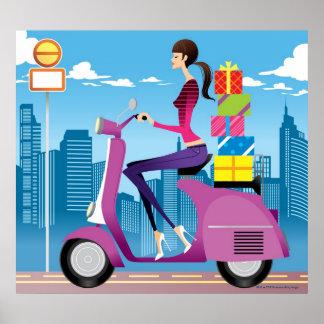 Zijaanzicht van vrouw met giften op autoped poster