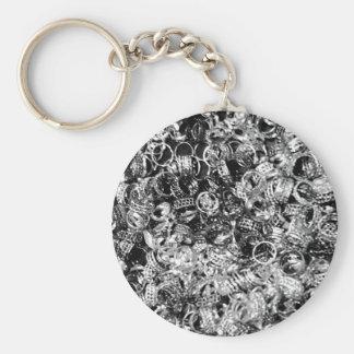 Zilveren ringstextuur als achtergrond basic ronde button sleutelhanger