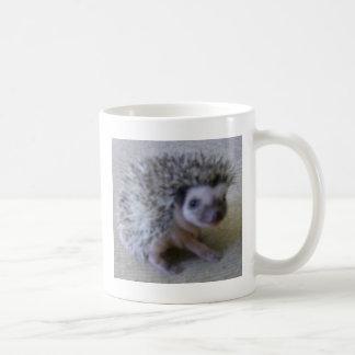 Zittende mooie egel koffiemok