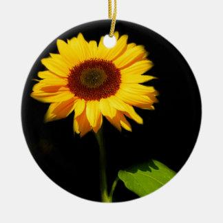 Zonnebloem op Zwarte Achtergrond Rond Keramisch Ornament
