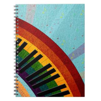 zonneschijn op waterbezinningen om piano notitie boeken