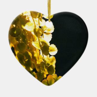 Zonnige bladeren keramisch hart ornament