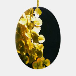 Zonnige bladeren keramisch ovaal ornament