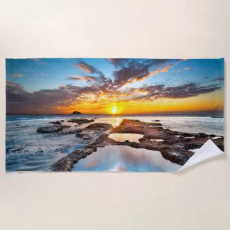 Zonsondergang door de Handdoek van het Strand van