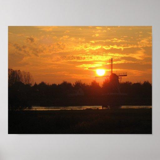 Zonsondergang in Holland met het Nederlandse Poste Poster