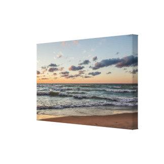 Zonsondergang op de Golven van Meer Michigan Canvas Afdrukken