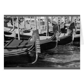 Zwart-wit afbeelding van gondels in Venetië, Wenskaart