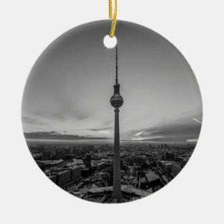 Zwart-wit Berlijn bij de Winter Rond Keramisch Ornament