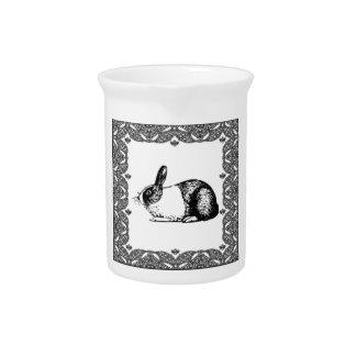 zwart-wit konijntje pitcher